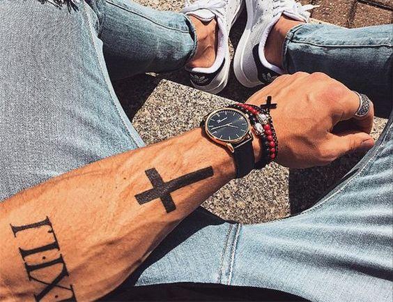 Тату Крест на мужском предплечье