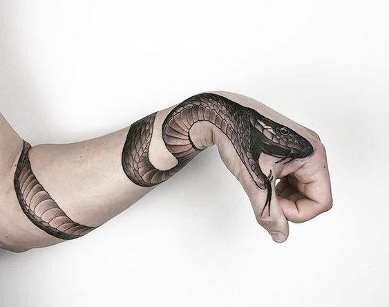 Татуировка Змея на руке