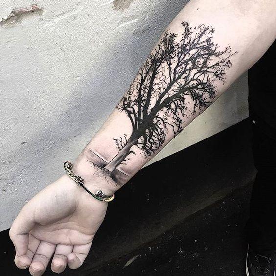 Тату дерево на мужском предплечье