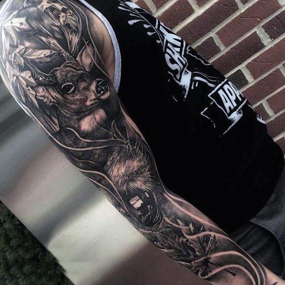 Татуировка олень в композиции рукав на мужчине