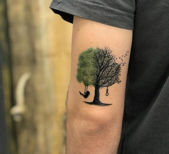 Тату дерево на задней части плеча у мужчины