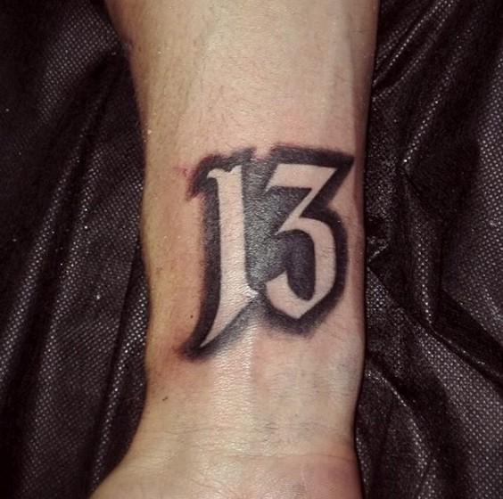 Тату 13 на внутренней части предплечья руки