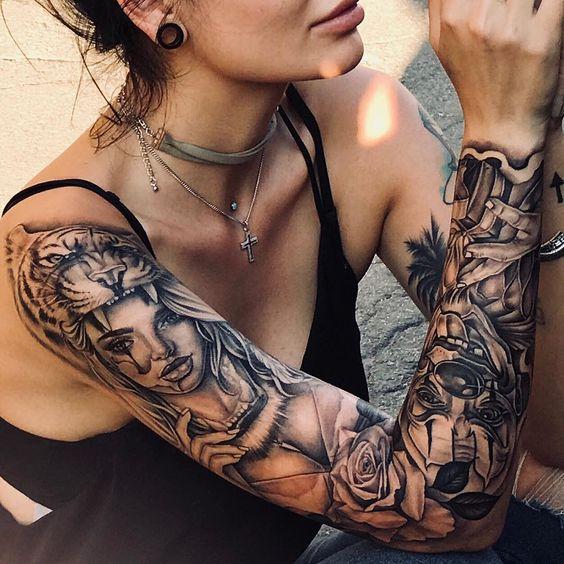Татуировка рукав в стиле Чикано на правой руке у девушки