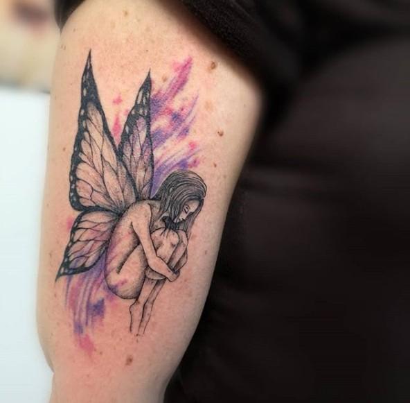 Тату фея на плече у женщины